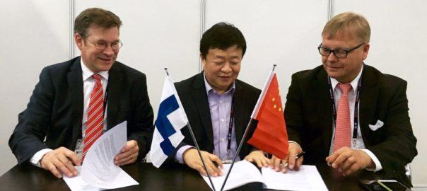 Uros (links en rechts) en China Telecom (midden)